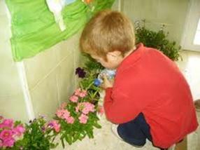 niño jardinero
